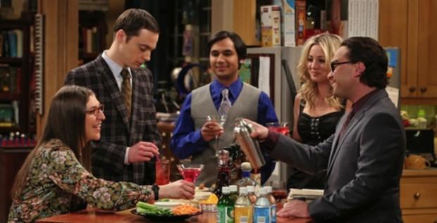 Amy (Mayim Bialik), Sheldon (Jim Parsons), Raj (Kunal Nayyar), Penny (Kaley Cuoco) et Leonard (Johnny Galecki).