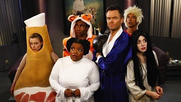 Britta (Gillian Jacobs), Shirley (Yvette N. Brown),  Troy (Donald Glover), Jeff (Joel McHale) Abed (Danny Pudi) et Annie (Alison Brie)