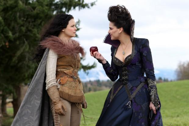 Blanche-Neige (Ginnifer Goodwin) et La  Méchante Reine (Lana Parrilla)