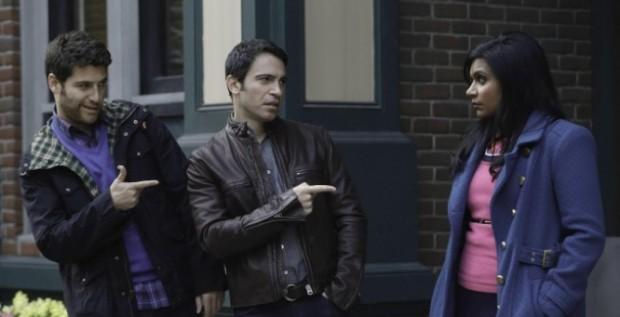 Peter (Adam Pally), Danny (Chris Messina) et Mindy (Mindy Kaling)