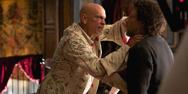 Blackbeard (John Malkovich) et Tom Lowe ( Richard Coyle)