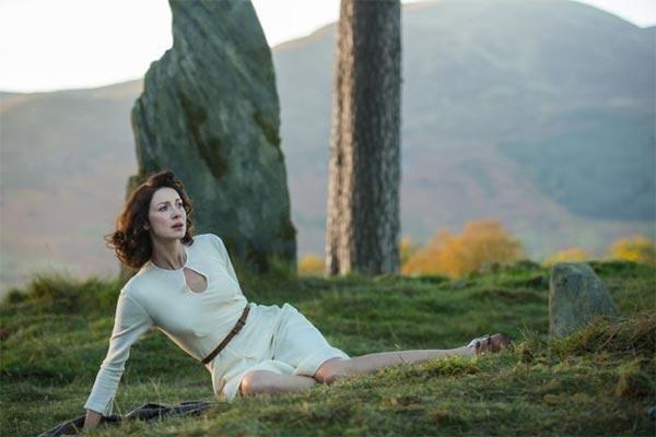 Claire-Outlander-saison-1x01-600x400