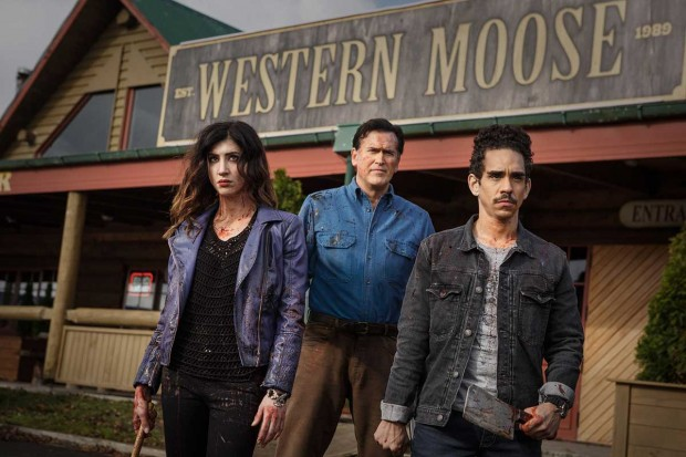 Dana-DeLorenzo-as-Kelly-Bruce-Campbell-as-Ash-Ray-Santiago-as-Pablo-Episode-106